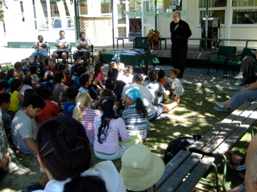 Michael Gurstein talking to students at an East Coast school 2006